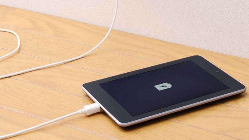 Una chica murió electrocutada por un cargador de un celular