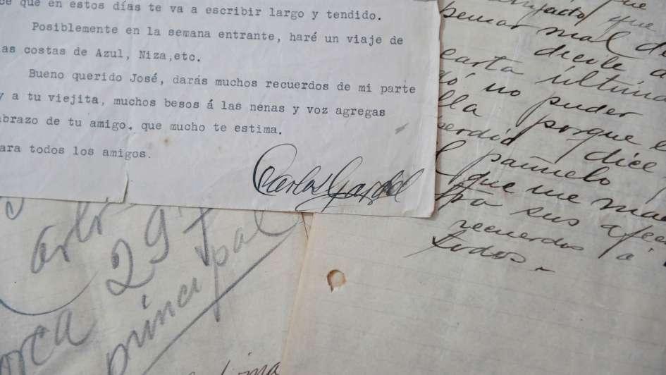 Subastan cartas desconocidas de puño y letra de Carlos Gardel