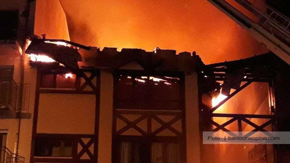 Un incendio destruyó un hotel de Bariloche a metros de la Catedral