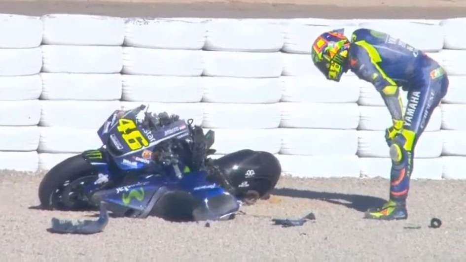 Video: tremendo accidente de Valentino Rossi en el arranque de los ensayos en Valencia