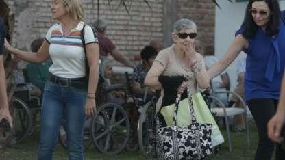 Los abuelos fueron retirados del asilo por sus familias.