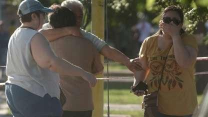 Familiares del enfermero fallecido, destrozados por la pérdida.