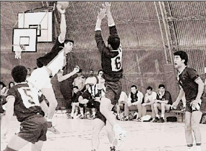 Un día como hoy de 1997: Regatas entró en las semifinales del Nacional