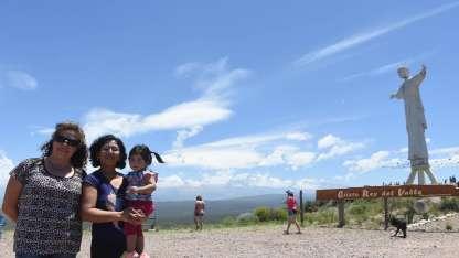 Ayer, los participantes del programa Vecino Anfitrión recorrieron la zona del Cristo Rey en Los Cerrillos