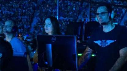 Dakota Johnson en el recital de Coldplay en un sector VIP