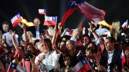Ayer, rodeado de seguidores, Piñera cerró su campaña electoral en un local santiaguino.