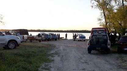 El docente intentó suicidarse pero terminó refugiado en una isla