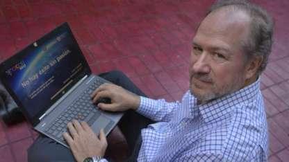 Canessa vive en EEUU. Vino a Mendoza a dar una conferencia el viernes, donde contó los inicios de internet en la provincia.
