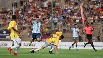 Matías Palacios convirtió el primer gol de Argentina en el triunfo ante Brasil.