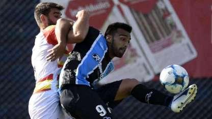 Almagro le dio una mano a la Lepra al ganarle a Boca Unidos.