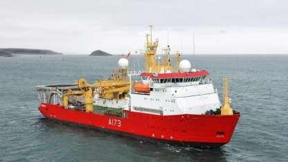 Inglaterra mandó un buque para ayudar en la búsqueda del submarino