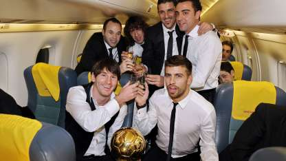 Messi y sus 'compadres' del Barcelona acaparan casi todo el equipo.
