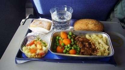 Pidió un menú vegetariano en el avión y se llevó una sorpresa