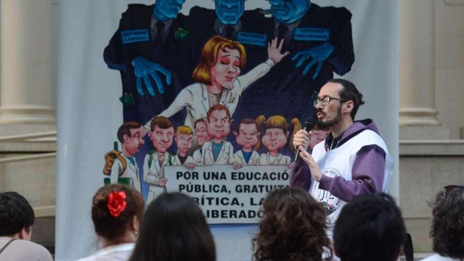 De la obligación y la extorsión, al decreto - Por Sebastián Henríquez