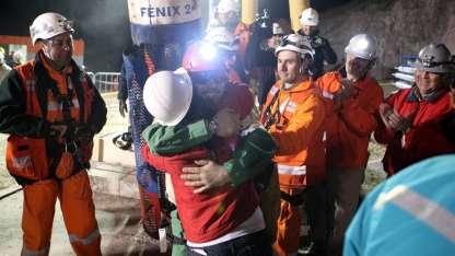 Sepúlveda cuando una sonda logró rescatarlo de la mina en Atacama en 2010.