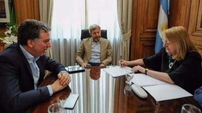 Los ministros Frigerio y Dujovne recibieron y acompañaron a Alicia Kirchner en la firma del Pacto Fiscal.