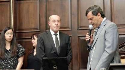 Sergio Pinto juró ayer ante quien lo propuso, Néstor Parés.