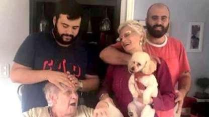 El clan: la abuela, María Carmen, junto a su hija Claudia, y sus nietos, Luis y Maximiliano