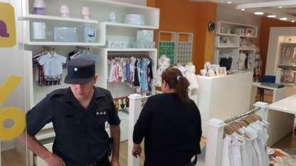 El lunes a la madrugada los ladrones lograron entrar al local Rómoli de calle Rivadavia y se llevaron gran parte de la mercadería.