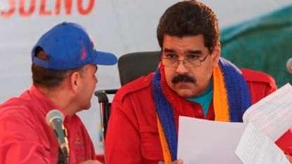 El titular del Ejecutivo junto al nuevo ministro de Petróleo/Captura