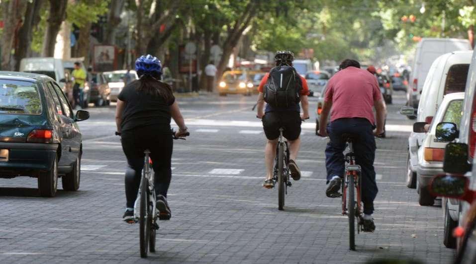Nueva Ley de tránsito: casco y luces, obligatorios para ciclistas