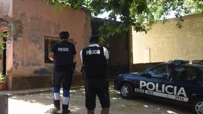 Personal de Policía Científica y de Homicidios trabajó en la vivienda de la familia