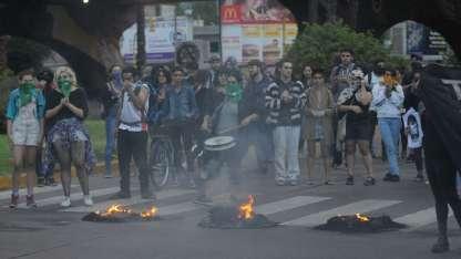 Un grupo de manifestante cortó el tránsito en el nudo vial de Costanera