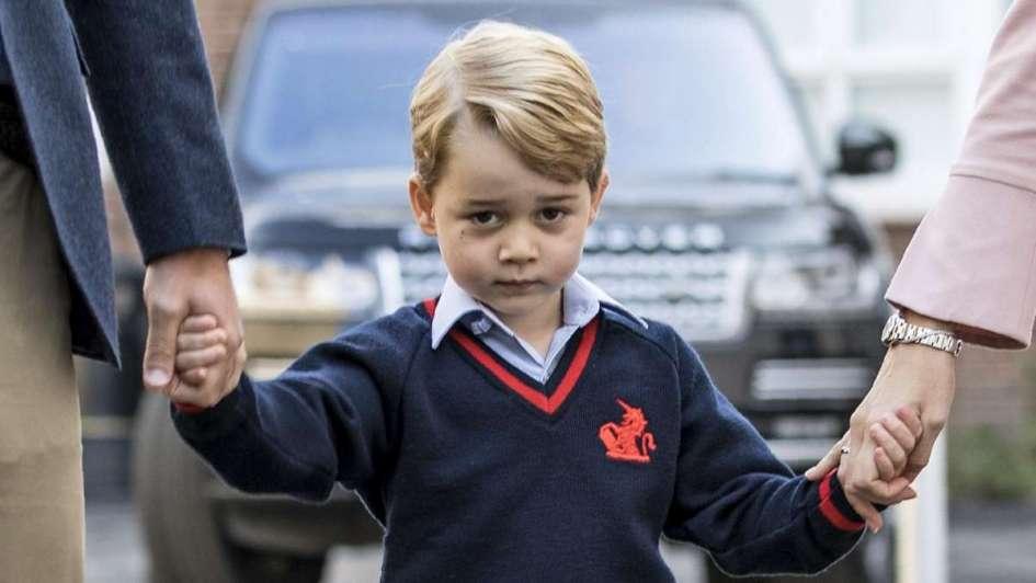 Cura pide a fieles rezar para que príncipe de Inglaterra sea gay