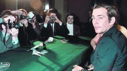 Cristiaan Barnard en París, en 1970. Su técnica revolucionó la cirugía de trasplantes.