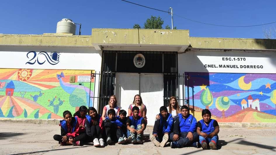 Premiados por tres murales que pintaron en su escuela