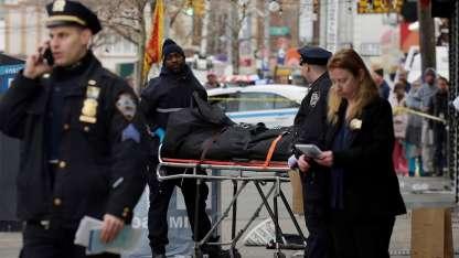 El atacante discutió por el estacionamiento, apuñaló a dos personas y luego atropelló a transeúntes en Nueva York