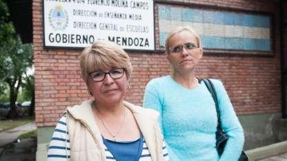 Madres de alumnas defendieron al director de la escuela a pesar de que renunció a su cargo
