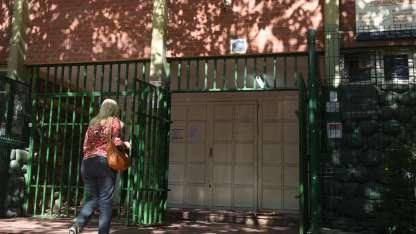 El ingreso del edificio que comparten el CENS Castro y la escuela Yrigoyen.- Andrés Larrovere-Los Andes