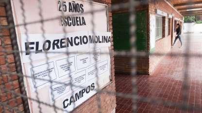 Alumnos del colegio Florencio Molina Campos harán una sentada en defensa del director denunciado.