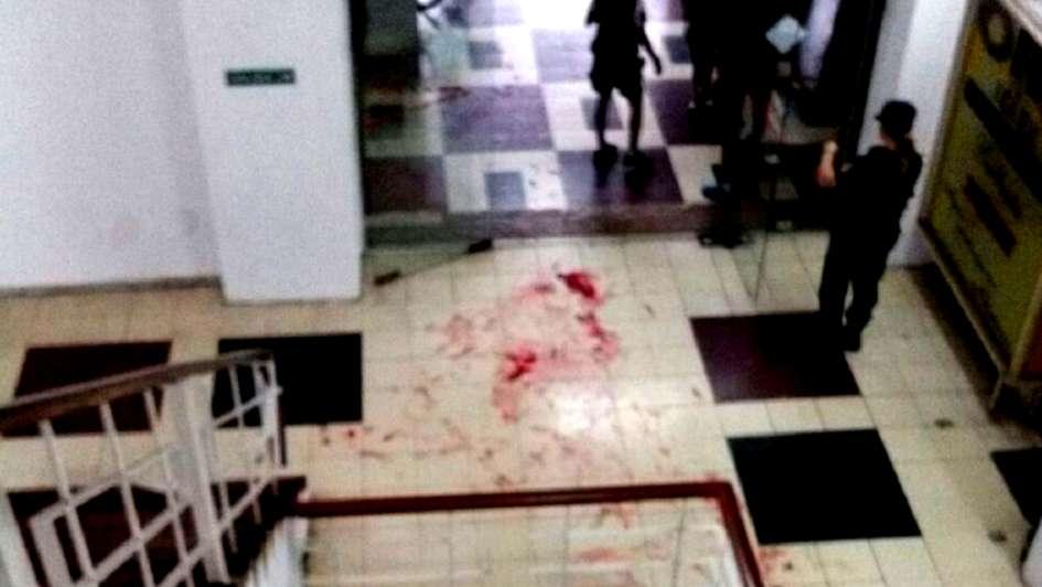 Hombre intentó abusar y apuñaló a una masajista en pleno centro