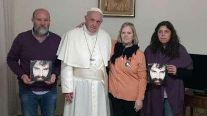 Francisco recibió en el Vaticano a la familia de Santiago Maldonado