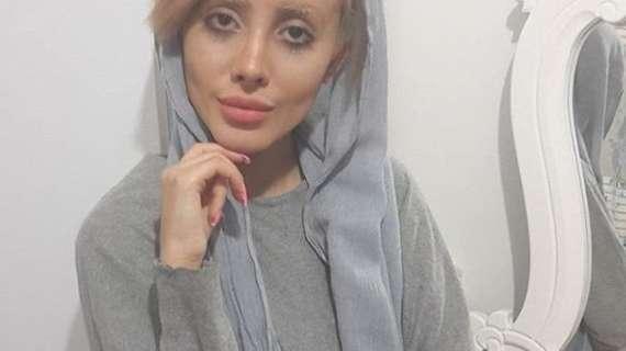 La fan iraní de Angelina Jolie contó la verdad detrás de sus fotos virales