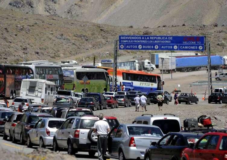 Proponen dividir el tránsito en tandas para cruzar a Chile
