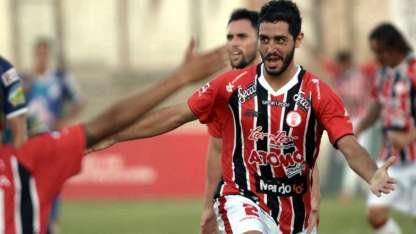 Héroe. Federico Giusepponi es el goleador del equipo con tres tantos (es marcador central) y ayer volvió a ser figura.