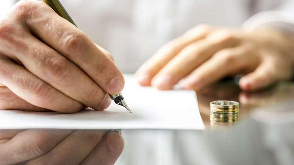 En medio del divorcio, denunció que su esposo le robó de su caja de ahorro más de $300.000
