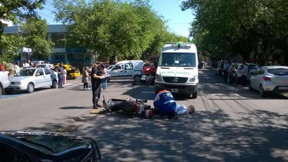 Una mujer fue atropellada por un motociclista en la calle San Martín