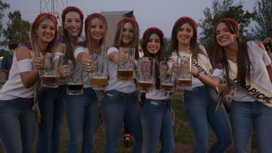 La Fiesta de la Cerveza empezó a todo volumen y Las Pelotas hicieron vibrar al San Vicente