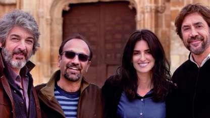 Asghar Farhadi junto a sus actores: Ricardo Darín, Penélope Cruz y Javier Bardem.