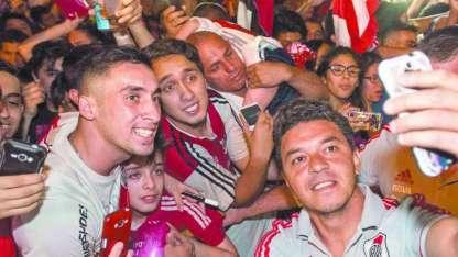 El plantel que dirige Marcelo Gallardo arribó anoche a nuestra provincia.