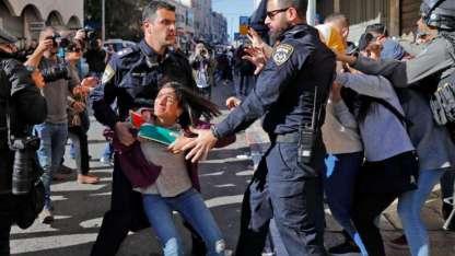 En Jerusalén Este, la policía hebrea reprimió a los exaltados. La ciudad está militarizada y se temen mayores incidentes.