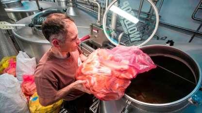 En Inglaterra crearon una cerveza a partir de pedazos de pan
