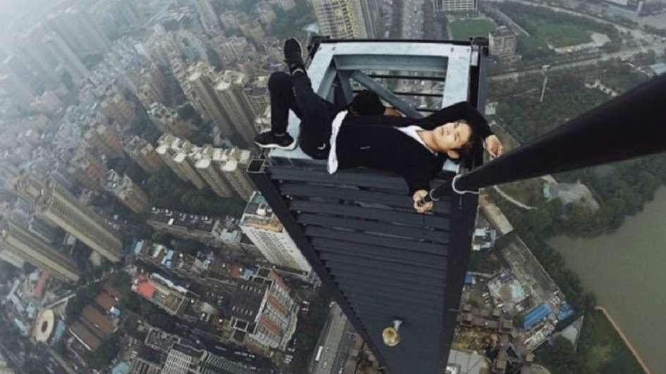 Video impactante: filmó su propia muerte al caer desde un rascacielos