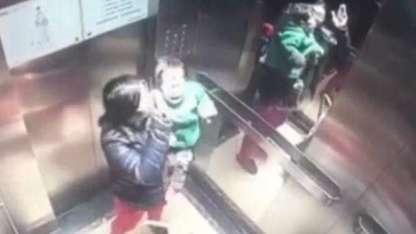 China: Brutal golpiza de una niñera a un bebé en un ascensor