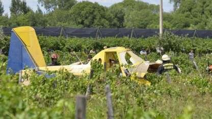 El avión cayó en una finca de Rivadavia y el piloto quedó atrapado en la aeronave
