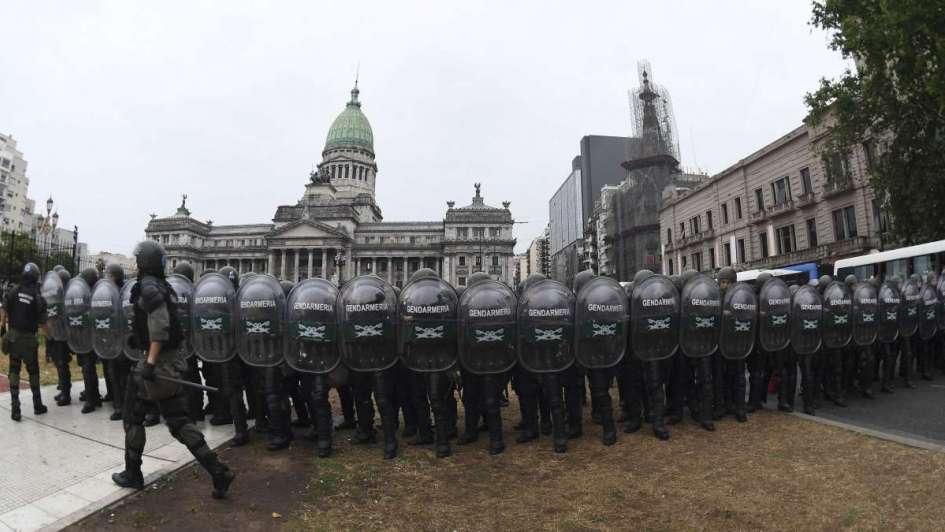 Blindan el Congreso para impedir la vigilia de la protesta contra la reforma previsional